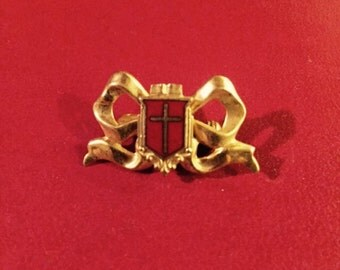 Elegant pin with cross