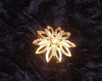 Vintage Brooche Gold Flower with Pearl Center