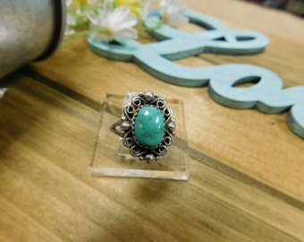 Pretty Sterling Silver Turquoise Ring