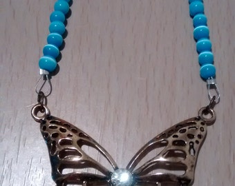 Beautiful blue cats eye and blue crystal necklace