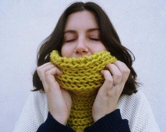Mustard-colored wool collar