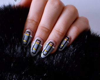 Graphic Pure Grey / Press on Nails