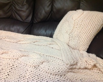 Chunky knit bed throw and cushion cover