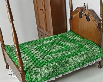 Crochet dollhouse blanket, miniature blanket, dolls house furniture, dolls house blanket, green dollhouse blanket, crochet miniatures