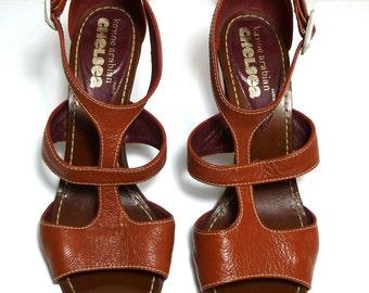 Vintage Leather High Heel Strap Sandals - Wooden Heel - fr 39 us 8.5 uk 6 - Karine Arabian Paris - Excellent Condition - Chelsea