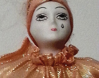 1980's clown/Porcelain doll/vintage/clown//home decor/collectors/musical/ musical//table decor/ Gift for Easter basket/ Girl's room deco