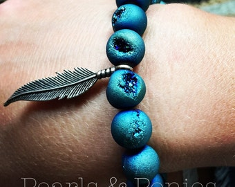 Druzy & Feather stretch bracelet. Blue/Turquoise Natural stones with antiqued silver feather charm. Quartz