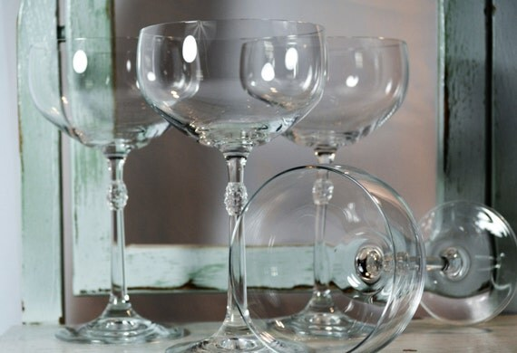 Champagne coupes wedding toast toasting stems tall wine for Thin stem wine glasses