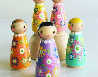 Fiesta Peg Dolls/ Set of 5/ Imaginative Play/ Creative Play/ Flower Dresses/ Party Decorations