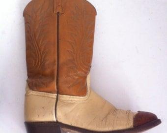Old vintage western cowboy boots, size 9 .