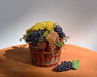Dollhouse miniature food, realistic food, realistic miniatures, miniature grapes, scale one inch, scale 1:12, miniature food, grapes.