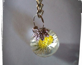 Key chains, real flowers in resin cast