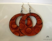 Steampunk Round Earrings in reddish brown Leather, engraved with sun pattern.