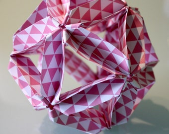 Origami ball - Pink and white triangles pattern