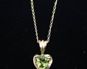 August peridot heart necklace in yellow gold