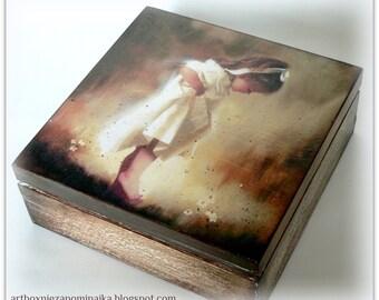 "Wooden box ""Morning dew"""