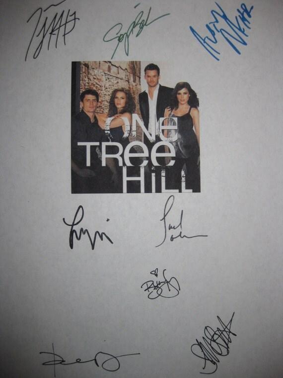One Tree Hill Signed Series Finale TV Script Screenplay Autograph Sophia Bush Austin Nichols Robert Buckley Bethany Joy Galeotti VanSanten