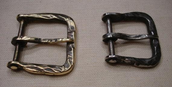 forged buckle on klepanoj leg