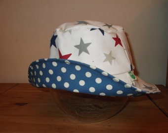 Reversible Sun Hat - Stars and Spots - Age 6 to 8