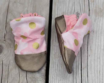 Pink Camo Print Baby Shoe, Soft Sole Baby Shoe, Baby Booties, Non Slip, Handmade, Metallic Faux leather , Pink Camo print,  Baby Moccasins