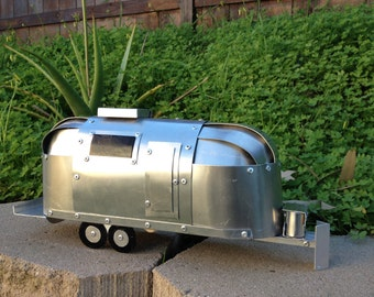 Airstream Trailer Hand Crafted Aluminum Mini Version 1:20 Scale