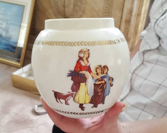 Yardley pot with Queen crest