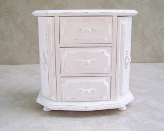 Jewelry Box Vintage White Jewerly Box /Shabby Chic Jewerly Box/ Cottage Chic Jewelry Box
