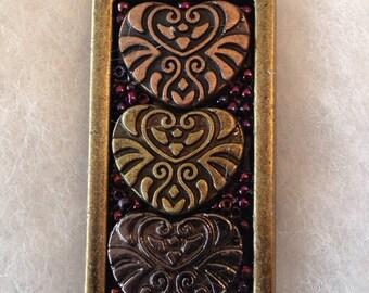 Metallic hearts pendant
