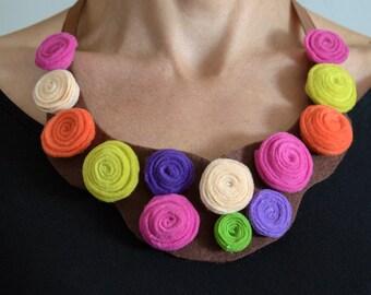 Necklace of felt, flowers colorful, necklace bib of felt, necklace colorful, flowers of felt, necklace elegant of felt, Confeccoes