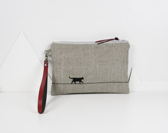 """Flat pouch """"the cat who walks"""" embroidered on natural linen with red leather strap"""