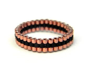 Skinny ring Minimalist peyote ring Copper and black band ring Seed bead ring Thin peyote ring Beadwoven ring Dainty ring Seed bead jewelry