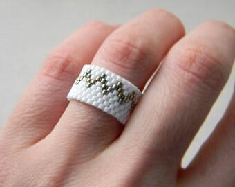 White ring White beaded ring White band ring Minimalist ring Zigzag ring Minimalist jewelry Seed bead jewelry Bead woven ring Peyote ring
