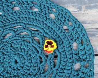 crochet rug, 55 cm in width