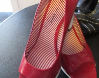 Red white  Anne Kline Shoe   Size 8 .m  warn once.