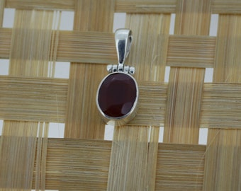 925 Sterling Silver Pendant With 10 x 14 mm Oval Shape Red Onyx Gem Stone