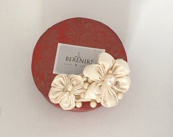 Small silk kanzashi bridal flowers