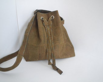 Le sac à main, pouch, made of Cork.