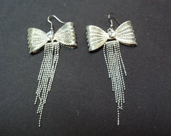 black and silver bow earring