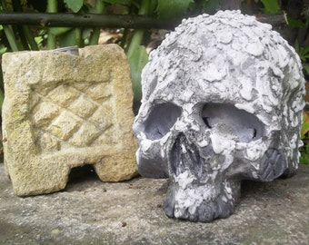 Stoneware raku Crackle highlighted white enamel firing head