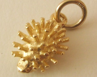 Genuine SOLID 9K 9ct YELLOW GOLD Hedgehog Animal charm/pendant