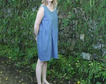 Sleeveless blue tunic dress