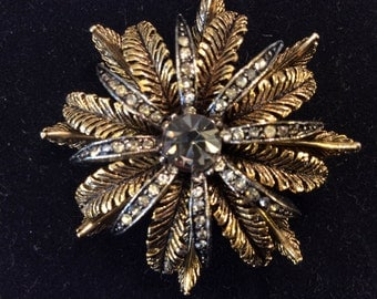 "Vintage ""Art"" signed Gold Tone Rhinestone Leaves Brooch Pin"