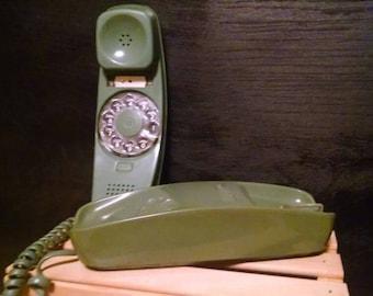 Rotary Slenderet Telephone made by Stromberg-Carlson - 1981