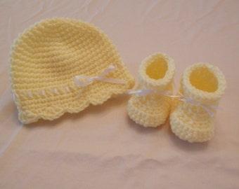 Crochet Baby Booties and Hat, Girls Baby Booties and Hat, Girls Crochet Booties, Baby Gift, Baby Shower Gift, Yellow