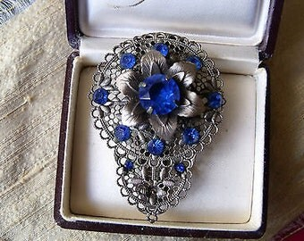 Stunning Vintage Art Deco Silver Filigree and Blue Rinestone Dress Fur Clip