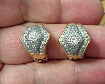 VINTAGE very nice  clip earrings /cc2