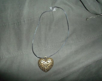 Heart Necklace with bronze-colored necklace has heart bronze colour