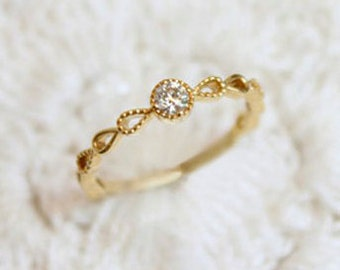 Solid 18K Yellow Gold Vintage style wedding band, Engagement Ring
