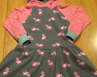 Wonderful dress Svea in Gr. 110-116 with pink unicorns, balloon skirt, long sleeves and hood