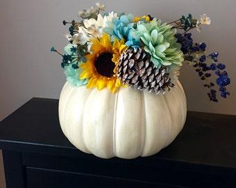 Floral Pumpkin Centerpiece // Thanksgiving Decor // Fall Decor // Autumn Decor